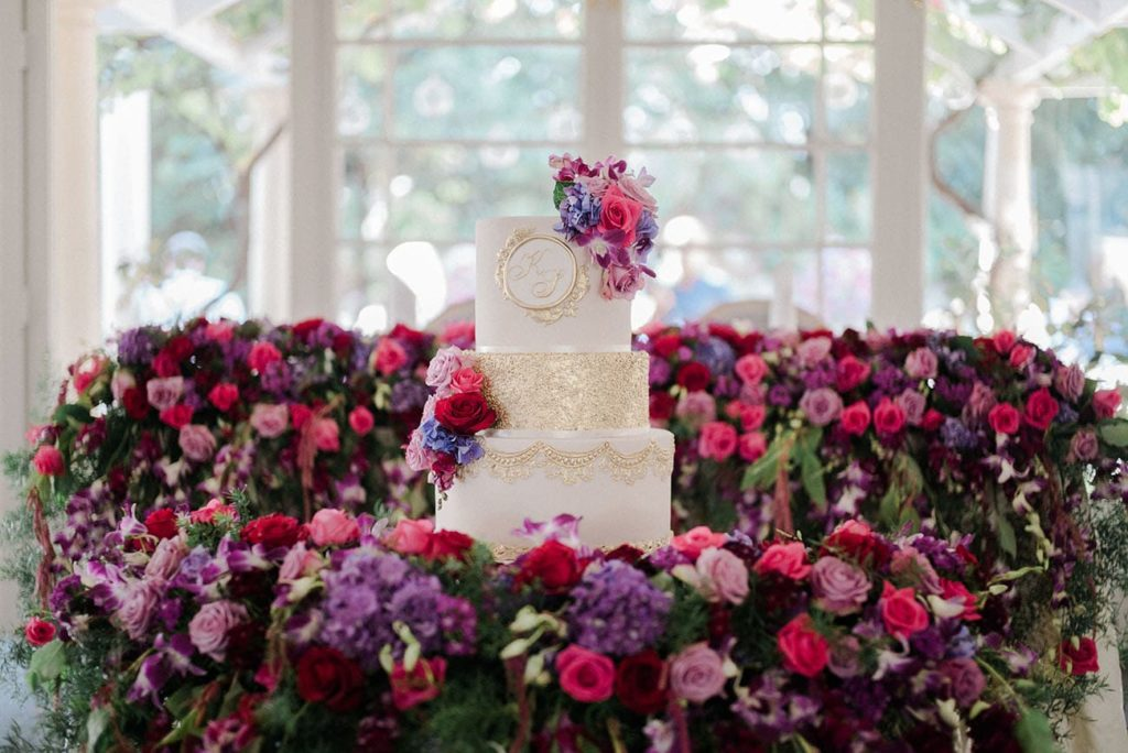 Fresh flower wedding cake table