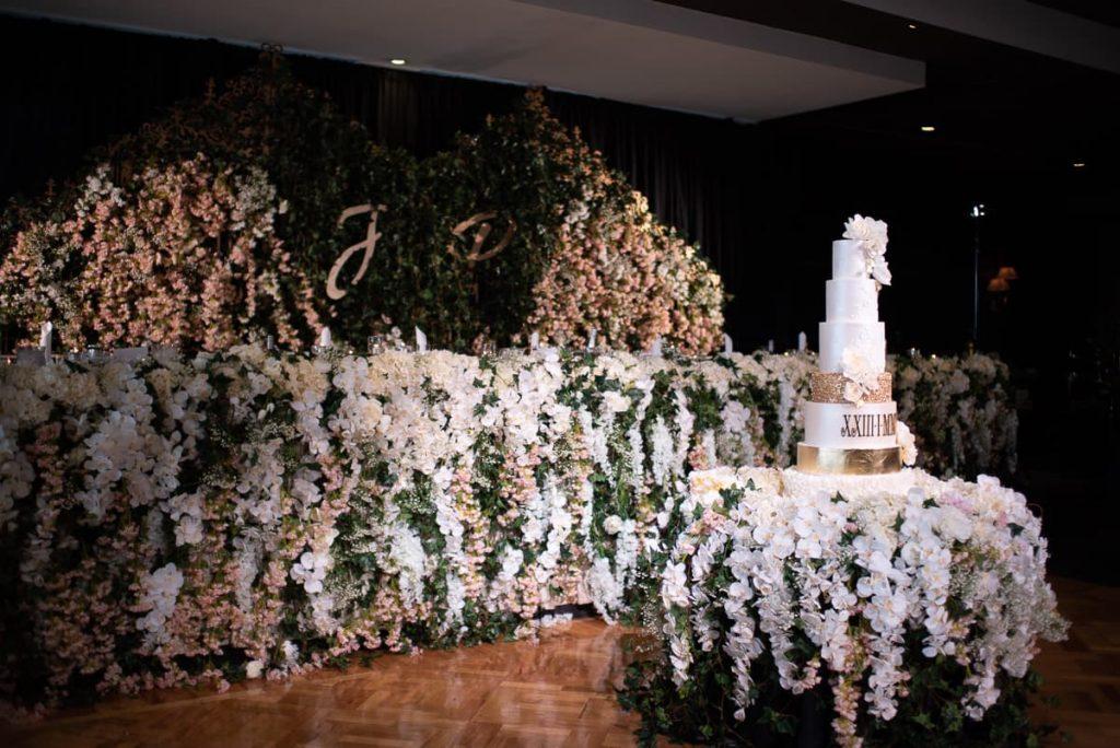 Artificial flowers wedding stylist